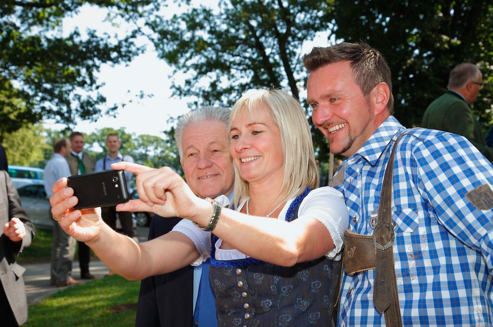 Selfie mit dem Landeshauptmann: Katharina Reisenzaun und Max Wöß